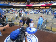 Sophia Grace & Rosie With @MagicJohnson At The LA @Dodgers