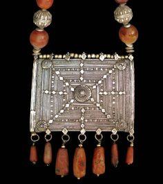Silver Filigree Islamic Amulet Box with Agate & Silver BeadsYemen / Oman19th century