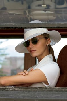 Valentina Zelyaeva for Ralph Lauren RL Magazine: Golden Age of Travel How the aristocracy traveled in style—the Orient Express in the golden age. Mode Chic, Mode Style, Valentina Zelyaeva, Ralph Lauren Style, Ralph Lauren Safari, Love Hat, Travel Style, Style Guides, Women Accessories