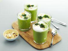 Een overheerlijke cappuccino van broccoli met geroosterde amandelen, die maak je met dit recept. Smakelijk!
