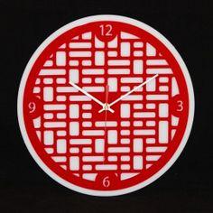 """L'horloge """"Extrême-orient"""" est une horloge murale d'inspiration asiatique, ses traits réguliers sont sobres et élégants. Découpée en France, cette horloge est équipée d'un mouvement à quartz précis ultra silencieux, de deux aiguilles, d'une trotteuse et d'un crochet de suspension. Plusieurs couleurs disponibles."""