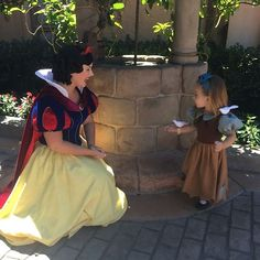 A Florida mom proves her sewing talent is magical, making amazing and ridiculously adorable Disney princess costumes for her to wear to Walt Disney World each week. Walt Disney, Heros Disney, Disney Love, Disney Magic, Orlando Disney, Disney Cast, Disney Stuff, Costume Princesse Disney, Disney Princess Costumes