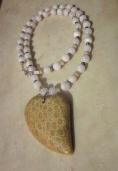 * fossile KORALLE Herz Mangano CALCIT KETTE * Coral manganoan Calcite Necklace * Beaded Necklace, Beaded Bracelets, Necklaces, Coral, Healing, Gemstones, Ebay, Crafts, Jewelry