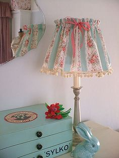 Shabby Chic Decor easy and creative tricks - Good looking decor tricks to build a creative and shabby simple shabby chic bedroom . This awesome suggestion generated on this cool day 20181228 , pin note ref 4892614095 Vintage Shabby Chic, Shabby Chic Homes, Shabby Chic Decor, Shabby Chic Furniture, Shabby Chic Lamp Shades, Lampshades, Decoration, Diy Home Decor, Jar Chandelier
