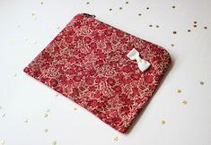DIY pas à pas : jolie pochette en tissu Diy Clothes Videos, Patches, Valentines, Embroidery, Deco, Sewing, Blog, Dimensions, Hui
