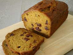 Breakfast And Brunch, Delicious Pumpkin Bread, This Version Of Sweet Pumpkin Bread Is Enhanced With Raisins Or Nuts. Dukan Diet Recipes, Bread Recipes, Cooking Recipes, Downeast Maine Pumpkin Bread, Recetas Light, Yummy Food, Tasty, Yummy Yummy, Delicious Desserts