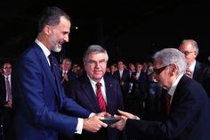 Su Majestad el Rey Felipe entrega el reconocimiento al secretario general del Deporte entre los años 1980 y 1997 e impulsor del CAR, Josep Lluís Vilaseca    San Cugat del Vallès. Barcelona , 25.07.2017