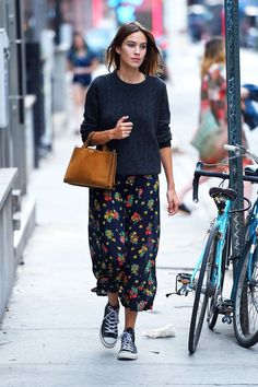 alexa chung style best outfits - Page 2 of 100 - Celebrity Style and Fashion Trends Winter Mode Outfits, Winter Fashion Outfits, Autumn Winter Fashion, Casual Outfits, Skirt Outfits, Fashion Dresses, 2018 Winter Fashion Trends, Fall Winter, Fresh Outfits
