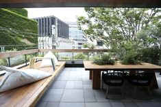 In addition to the comforts of a hotel, TRUNK (STAY) offers 15 unique rooms with a unique boutique hotel experience. Boutique Design, A Boutique, Hotels, Outdoor Spaces, Outdoor Decor, Tokyo Travel, Japan Design, Porch Swing, Studio
