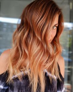 WATCH: It's Official: Peach Cobbler Hair Is the Most Southern Trend of the Summer - Big Southern Hair - Hair color Hair Color Dark, Ombre Hair Color, Cool Hair Color, Brown Hair Colors, Color Red, Winter Hairstyles, Cool Hairstyles, Natural Hairstyles, Peach Hair