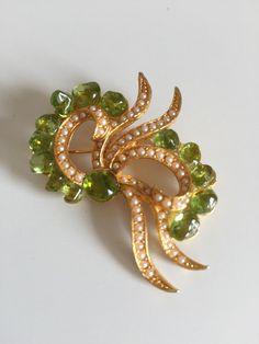 DFA Lime Green Peridot Faux Pearl Gold Tone Ribbon di PinVintage