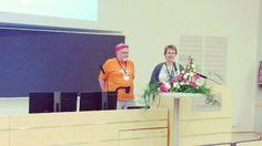 Laurean Kaisa Puttonen palkittiin elämäntyöpalkinnolla AMK-kirjastopäivillä tänään. Onnea Kaisa! #amkit16