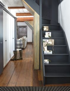 It's never easy to try and come up with cool ways to optimize your stairs and make them cooler. Here are best painted stairs ideas for you new home Attic Stairs, House Stairs, Black Stairs, Black Painted Stairs, Stairs Colours, Painted Staircases, Hallway Inspiration, Staircase Makeover, Entry Hallway