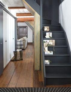 ⭐ Classy black stair
