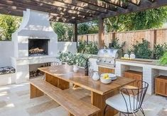 Pergola with Teak Dining Table and Chairs - Abnehmen und Fitness Rustic Outdoor Kitchens, Outdoor Kitchen Patio, Outdoor Kitchen Design, Outdoor Living, Outdoor Patios, Outdoor Pergola, Outdoor Rooms, Outdoor Bars, Outdoor Showers