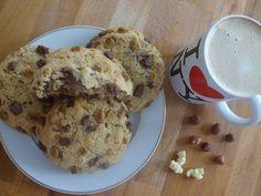 Cookies américains aux Toblerones chocolat noisettes / My Pastry Addiction Muffins, Addiction, Menu, Desserts, Food, January, Food Porn, Menu Board Design, Tailgate Desserts