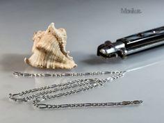 """FIGARO 100P – łańcuch srebrny zwany """"Figarem"""". Jest on mocno ścięty, i ta właściwość nadaje mu lekkości i blasku. Nasza biżuteria jest sprowadzana bezpośrednio z Włoch, zapewniając mistrzowską jakość wykonania, oraz  piękne i stylowe wzornictwo. #łańcuszek #łańcuch #figaro #męski #błyszczący #prezent #modny #lekki"""