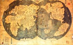 Chinese explorer Zheng He may have discovered America before Columbus, according to new book. Does a Chinese map prove that Christopher Columbus was not the first explorer to navigate the New World? Old World Maps, Old Maps, Antique Maps, Vintage Maps, Zheng He, Ancient Aliens, Ancient History, Ancient Map, Ancient Egypt