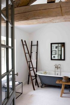 perfect bathroom + ladders + painted claw foot tub + reclaimed wood | sarahlavoine18