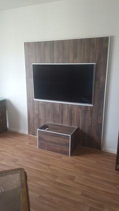 Tv Wand aus Laminat mit LED