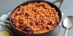 Super nem og lækker one pot mexicansk gryderet med hakket oksekød, ris og masser af grøntsager. En skøn alt-i-en ret, der er proppet med smag. Keto Lasagna, Lasagna Soup, Mexican Food Recipes, Ethnic Recipes, Crispy Tofu, One Pot Pasta, Rind, One Pot Meals, Fried Rice