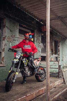 Close-Up Hoodie - Striking a Pose - Motorrad Enduro Motocross, Motorcycle Dirt Bike, Dirt Bike Girl, Moto Bike, Ktm Dirt Bikes, Cool Dirt Bikes, Motard Bikes, Motocross Quotes, Ktm Supermoto