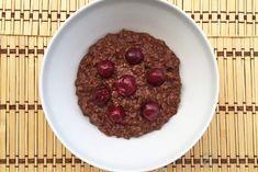 Csokis-meggyes zabkása | 21 nap alatt Nap, Oatmeal, Breakfast, Food, The Oatmeal, Morning Coffee, Rolled Oats, Eten, Meals