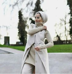 Dina Tokio Modest Outfits, Modest Fashion, Cool Outfits, High Fashion, Street Hijab Fashion, Tokyo Fashion, Hijab Fashion Inspiration, Fashion Trends, Scarf Styles