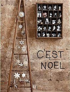 Für die Liebsten...süße Adventskalender Vitrine mit 24 nummerierten Glastüren. Das kleine Schränkchen kann natürlich den Rest des Jahres mit...