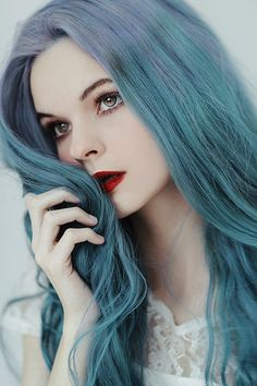 Portrait photography - What distinguishes Jovana Rikalo from others? Girl Blue Hair, Ombre Blond, Corte Y Color, Female Character Inspiration, Hair Reference, Foto Art, Pretty People, Dyed Hair, Beauty Women
