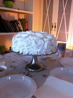 tarta con cobertura de merengue