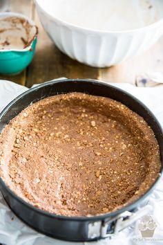 Ferrero Rocher Nutella Cheesecake by My Evil Twin's Kitchen Ferrero Rocher Cheesecake, Nutella Cheesecake, Cheesecake Recipes, Dessert Recipes, Strudel, Evil Twin, Nutella Ganache, Reis Krispies, Chocolate Cheese