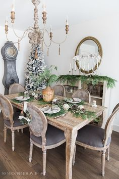 French Christmas Dining Room - So Much Better With Age #christmasdecorations #frenchchristmas #christmasdecor