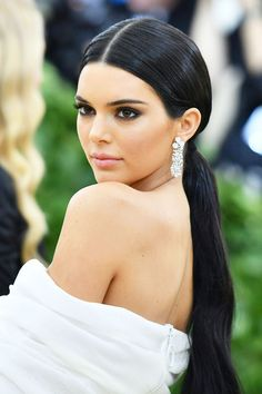 Get Ready: All of the Best Hair and Makeup Looks at the 2018 Met Gala Prepárese: todos los mejores looks de cabello y maquillaje en la Gala Met 2018 Fresh Wedding Makeup, Wedding Hair And Makeup, Bridal Makeup, Hair Makeup, Makeup Geek, Makeup Hacks, Makeup Kit, Ikea Makeup, Kylie Makeup