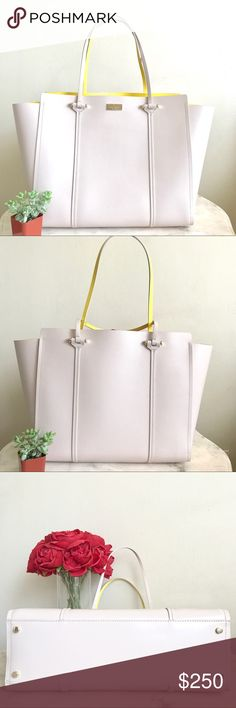 """💛✨ kate spade large tote ✨💛 ✨ in like new condition! Dimensions : L18"""" x H11"""" x W6"""" offers are always welcome! kate spade Bags Totes"""