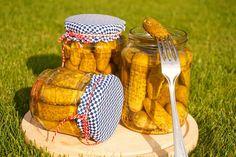 Znojemské okurky Picnic, Basket, Canning, Med, Vegetables, Foods, Food Food, Food Items, Home Canning