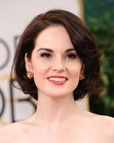 Michelle Dockery in - Short Hair Styles Layered Haircuts For Medium Hair, Girls Short Haircuts, Short Hairstyles For Thick Hair, Short Hair With Layers, Curly Hair Tips, Medium Hair Styles, Short Hair Styles, Michelle Dockery, Hair Styles For Women Over 50