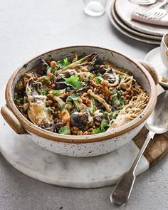 This vegan mushroom one-pot - mixing mushrooms with spelt and a sprinkling of coriander - has so much going on and will soon become a midweek favourite. Spelt Recipes, Vegan Dinner Recipes, Vegan Dinners, Vegetarian Recipes, Savoury Recipes, Stuffed Mushrooms, Stuffed Peppers, Midweek Meals, Delicious Magazine