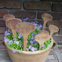 Zahradní doplňky / Keramika   Fler.cz Clay Pinch Pots, Garden Stakes, Ceramic Planters, Terracotta Pots, Kraut, Tableware, Plants, Gardening, Gardens