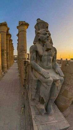 Ramses II colossal statues - at the Karnak Temple, Luxor Ancient Aliens, Ancient Egypt Art, Old Egypt, Ancient History, Ancient Egypt Architecture, Museum Architecture, Pyramids Egypt, Kairo, Empire Romain