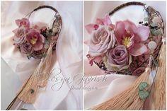 Unique circular mechanics on this bouquet of cymbidiums, roses and string of hearts. Olesya Gavrish - florist designer