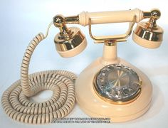 This is the style of my first phone I had in my room as a teenager - Old Fashioned Phones / Telephones in Antique style Vintage Vintage Phones, Vintage Telephone, Phone Photography, Video Photography, Duck Wallpaper, Antique Phone, Call Me Maybe, Phones For Sale, Old Phone
