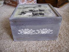 ¡Hola a tod@s! Voy a enseñaros un montón de cajas que he estado haciendo para exponer en mi puesto de la feria Reinatur que, como todos l...