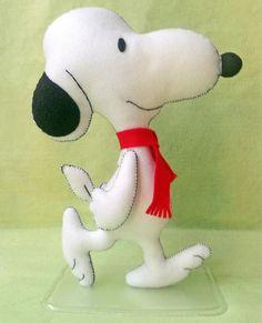 Boneco Snoopy de Feltro com 30cm de altura. Tags: Snoopy, feltro, handmade, felt, artesanato, personagem, DIY