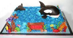 this is so stinkin cute!  Google Image Result for http://susannah.typepad.com/photos/cake_gallery/shamu1.jpg