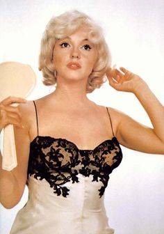 (MM) Marilyn Monroe - Photo by Eve Arnold, 1960 - http://dunway.com/