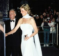 Princess Diana attended a charity performance of Miss Saigon in 1989 – Recherche Google