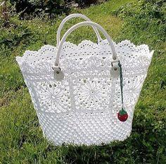 Free Crochet Bag Patterns Part 15 - Beautiful Crochet Patterns and Knitting Patterns Free Crochet Bag, Crochet Purse Patterns, Crochet Shell Stitch, Crochet Diy, Crochet Tote, Crochet Handbags, Crochet Purses, Crochet Crafts, Crochet Projects