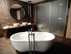 Mit der Ausstattung der Zimmer des Fünfsternehauses Radisson Blu Dubrovnik konnte Voglauer nun ein weiteres erfolgreiches Projekt übergeben und seine Kompetenz im Bereich Hotelinterior einmal mehr unter Beweis stellen.