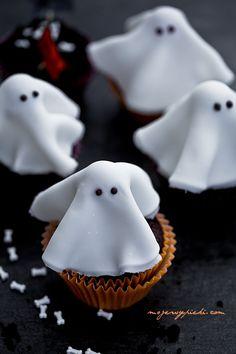 Babeczki z duchami :-) | Moje Wypieki Cupcake Cookies, Cupcakes, Halloween, Food Porn, Sweets, Apple, Track, October, Children